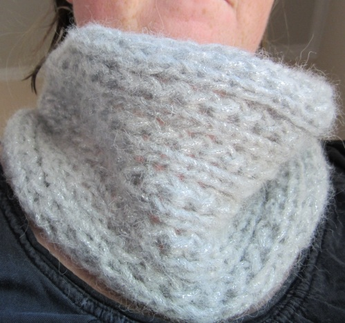 Quick Lace Cowl (and my freckled chin)
